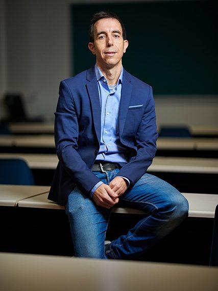 JavierOrtuño-Beca-Leonardo-Economia-2020-427×576